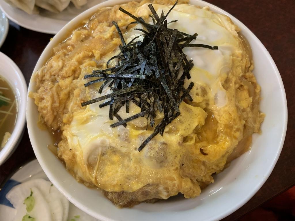 西新宿六丁目「登喜和」のかつ丼アップ