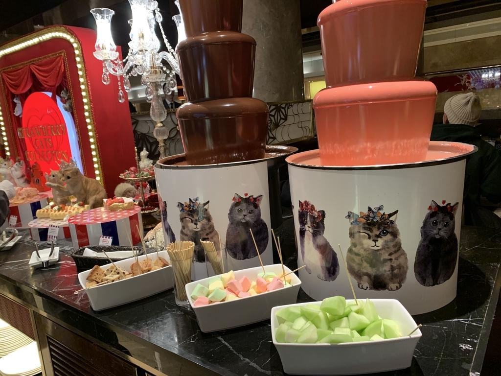西新宿 ヒルトン東京 マーブルラウンジ「ストロベリー CATSコレクション」、いちごのデザートビュッフェ(チョコレートファウンテン)