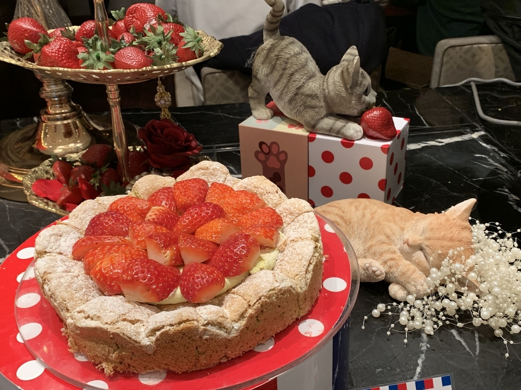 西新宿 ヒルトン東京 マーブルラウンジ「ストロベリー CATSコレクション」、いちごのデザートビュッフェ