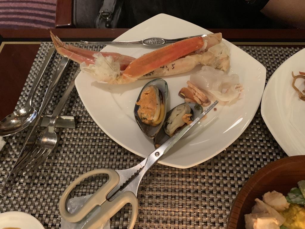 西新宿 ヒルトン東京 マーブルラウンジ「ストロベリー CATSコレクション」、ディナービュッフェで食べたカニやシーフード類