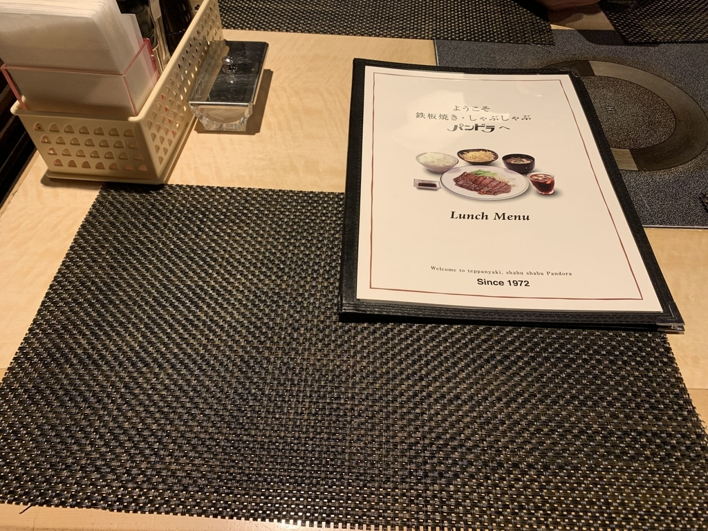 パンドラ 新宿西口店のテーブル、メニュー