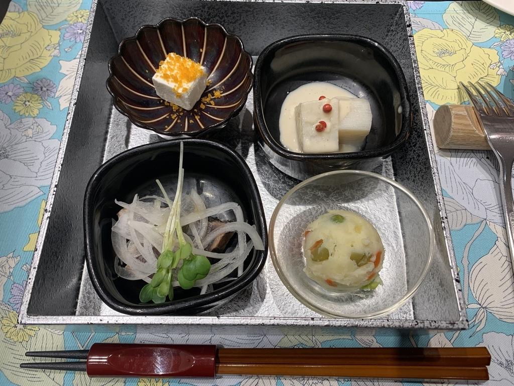 新宿の「レストラン墨繪(墨絵・すみのえ)」平日ランチ(にくランチ)、ひとくち前菜