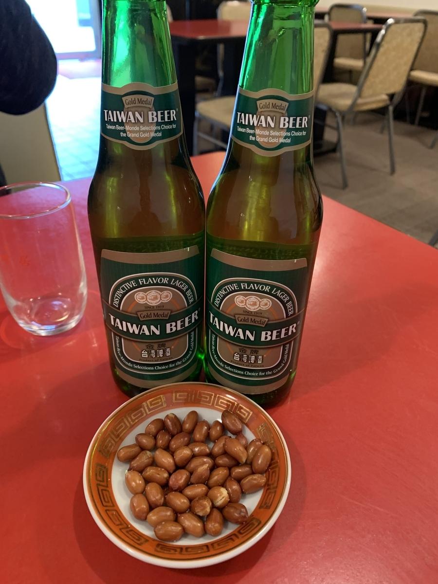 西新宿五丁目「山珍居」、台湾ビールとお通しのピーナッツ