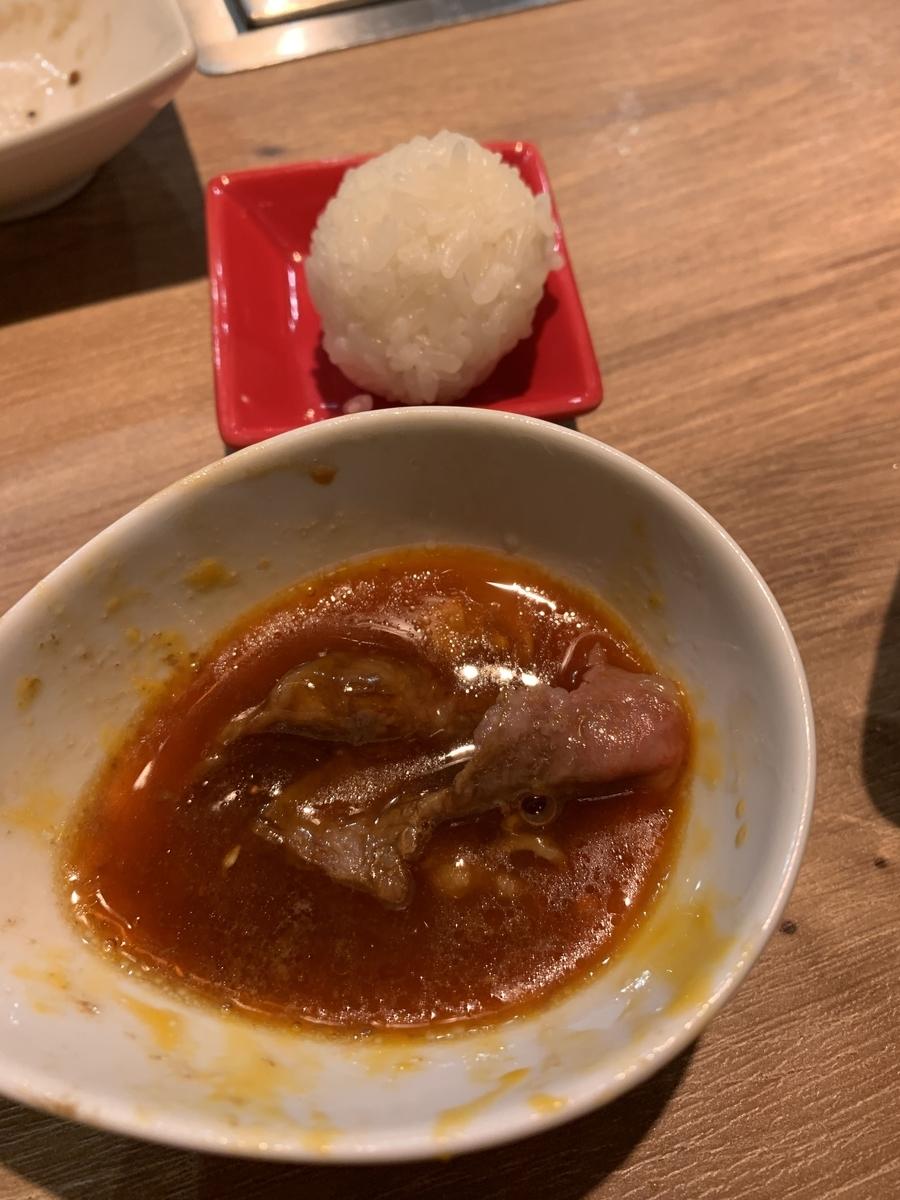 西新宿「ノーミートノーライフ5号店(NO MEAT, NO LIFE. 5go.)」のアニバーサリーコース、しゃぶロース&ミニたまごかけごはん