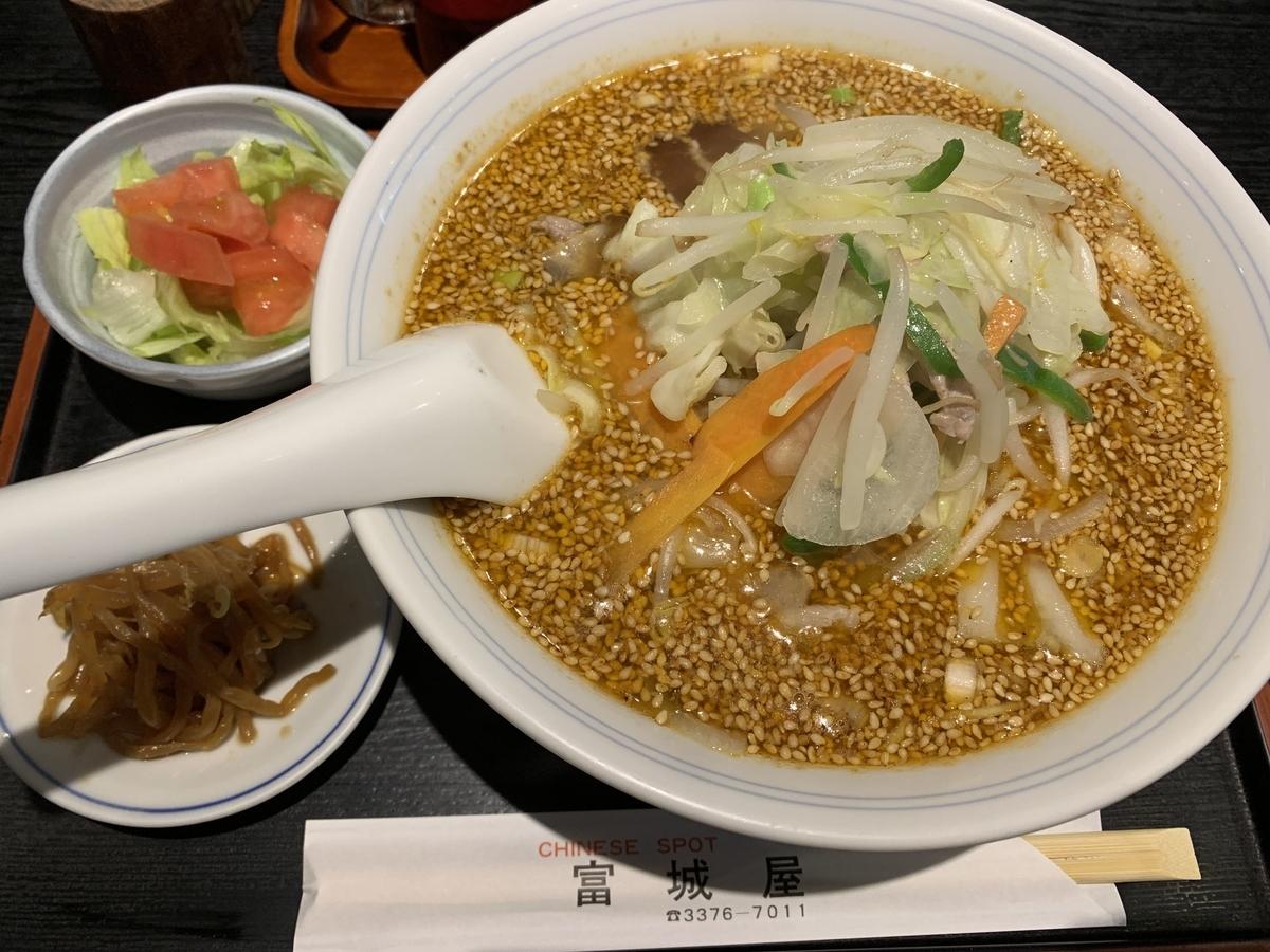 西新宿の町中華「富城屋」の「胡麻野菜らーめん」