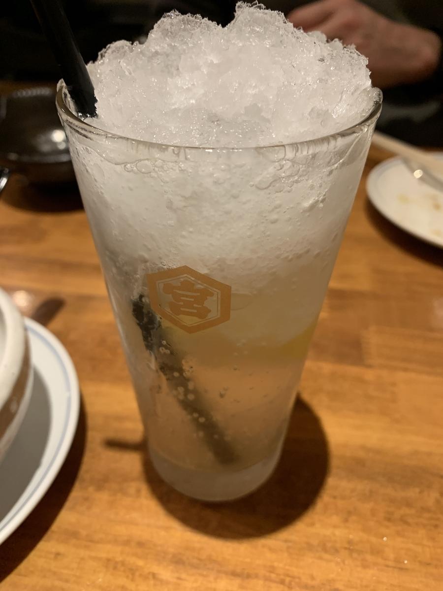 西新宿「ふじ屋」の名物レモンサワー(シャリキン)