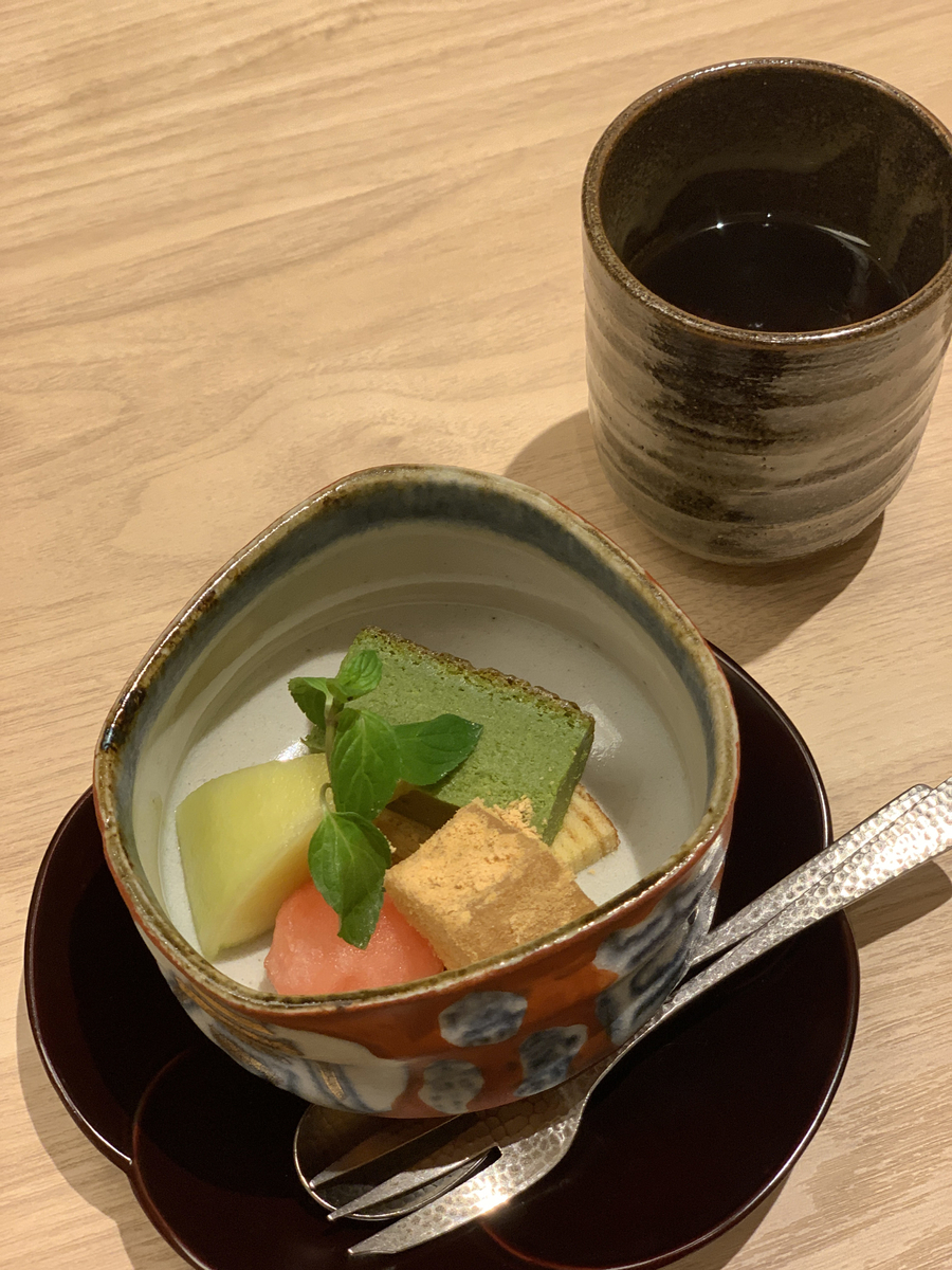 西新宿・住友ビル「個室会席 北大路 新宿茶寮」(ディナーメニュー「お祝い会席」の水菓子)