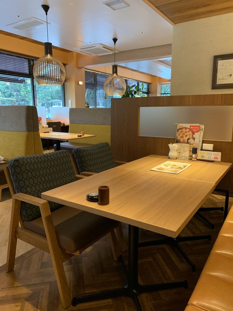 「むさしの森ダイナー新宿中央公園店」の内観