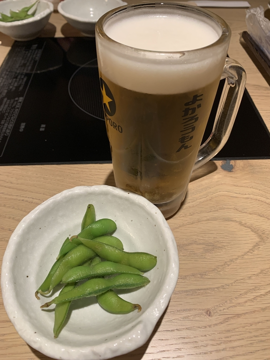 「博多もつ鍋おおやま 新宿小田急ハルク」博多ざんまいセットの枝豆とビール