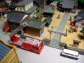神社と梯子車の模型