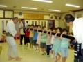 子供神輿の担ぎ方練習