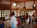 小学生達が西野神社を見学
