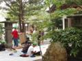 平和小6年生による神社境内での写生