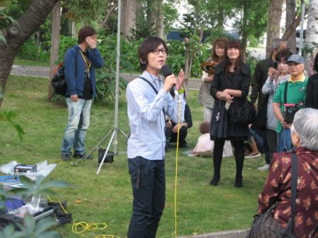 山内恵介さんが西野神社でラジオ収録