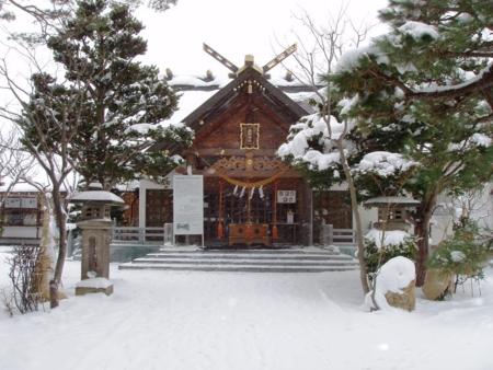 西野神社 拝殿と参道(降雪後)