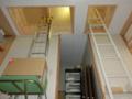 授与所内に新設した、屋根裏への梯子と簡易リフト