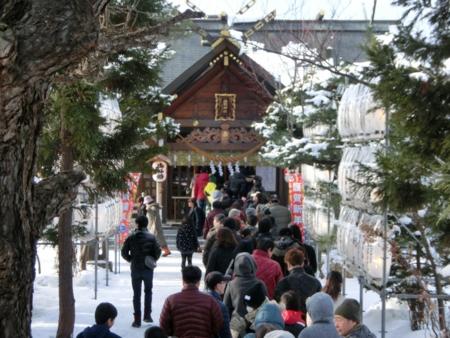 平成27年正月 西野神社 境内の様子(参道)