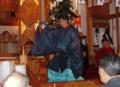 朝日舞を舞う西野神社神職