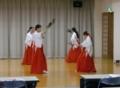 豊栄舞を舞う巫女