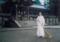 石清水八幡宮での神務実習(楼門前の掃き掃除)