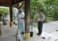 七夕の青竹を設置する作業