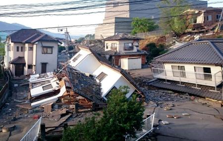 熊本地震で倒壊した多数の建物(熊本県益城町)