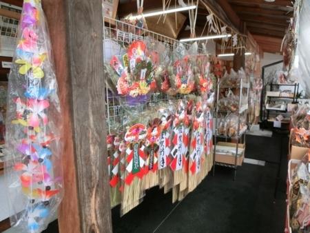 平成29年末の西野神社授与所(お正月飾り取り扱いコーナー)