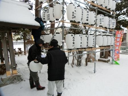 平成29年末の西野神社お正月準備(奉納提灯掲示)