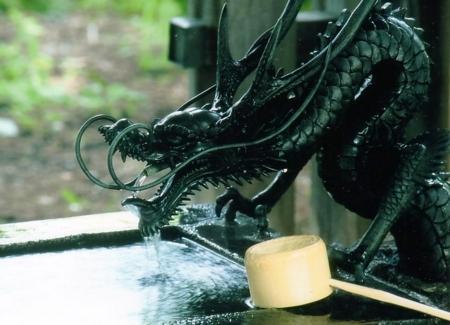 西野神社手水舎の「龍の口」