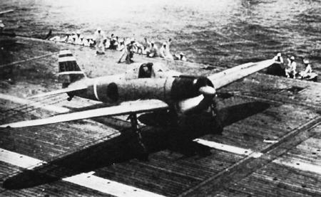 空母から発艦するゼロ戦