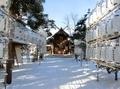 西野神社の拝殿と奉納提灯(平成30年末)