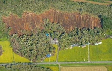 北海道胆振東部地震による土砂崩れ