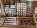 西野神社 授与所窓口に並べてある各種授与品