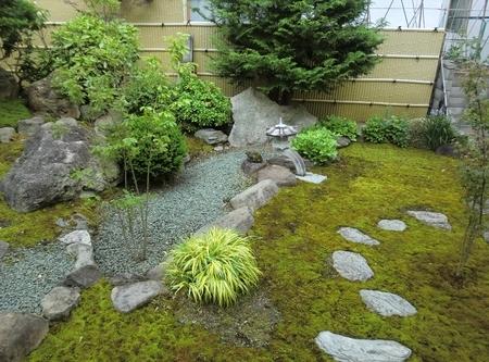 西野神社 中庭(令和2年6月)