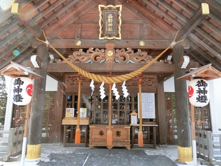 西野神社の拝殿向拝(鈴緒3本)
