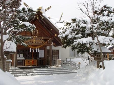 西野神社の拝殿(冬期)