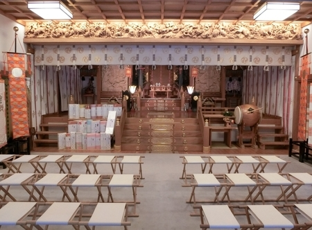 西野神社の拝殿内(全景)