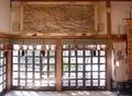西野神社の拝殿内(側面内壁の木彫)
