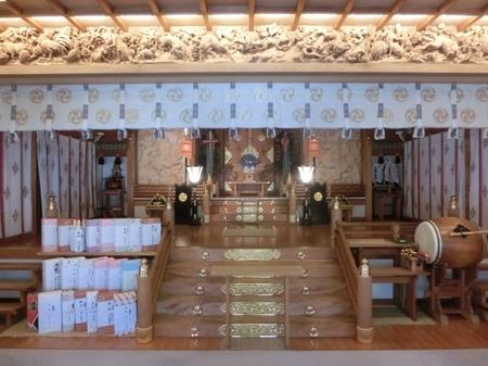 西野神社の幣殿内(全景)