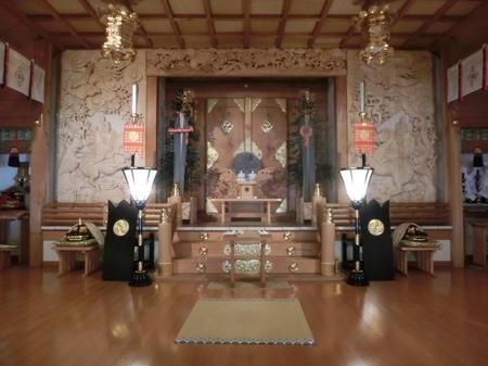 西野神社の幣殿内(正面)