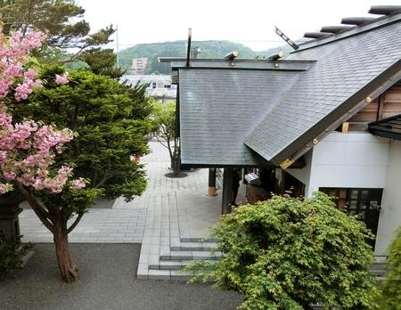 西野神社の拝殿向拝(やや上方から)