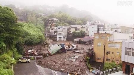 大規模な土砂崩れを起こした熱海市伊豆山