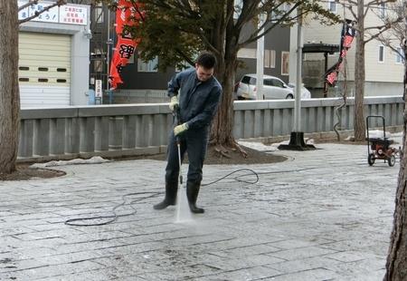 駐車場での高圧洗浄