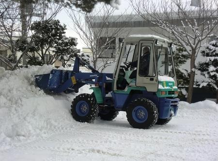 ホイールローダを使っての除雪