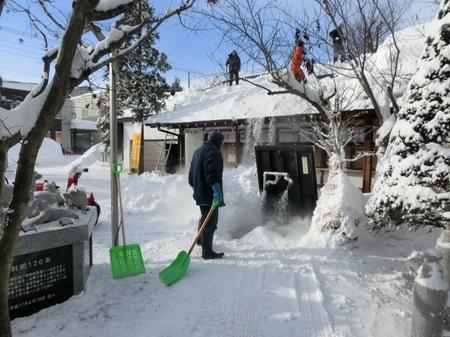 融雪機を使っての除雪