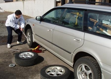 社有車のタイヤ交換