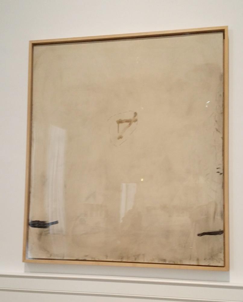 ローマ国立近代美術館のタピエスの作品