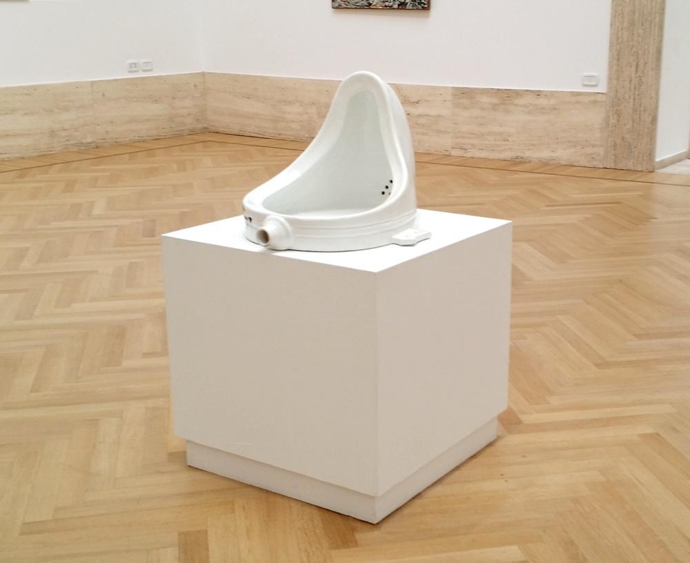 ローマ国立近代美術館のデュシャン「泉」