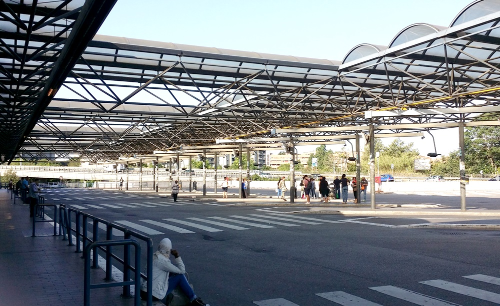 Ponte Mammolo駅のバスターミナル