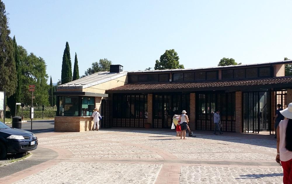 ヴィッラ・アドリアーナのチケット売り場